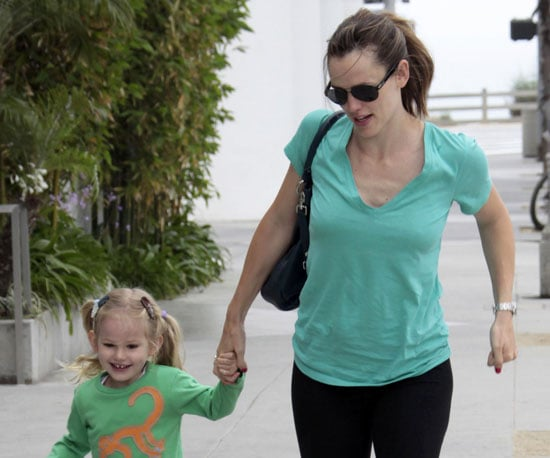 Photo Slide of Jennifer Garner Bringing Violet to School in LA