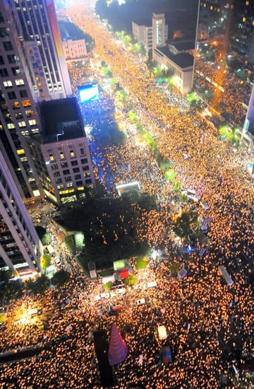 80,000 Protest Beef in South Korea