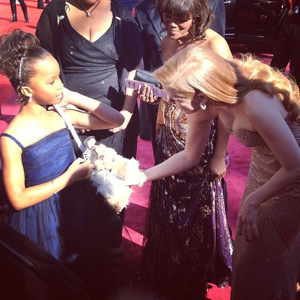 Quvenzhané Wallis shows Jessica Chastain her furry purse!  Source: Twitter user TheAcademy