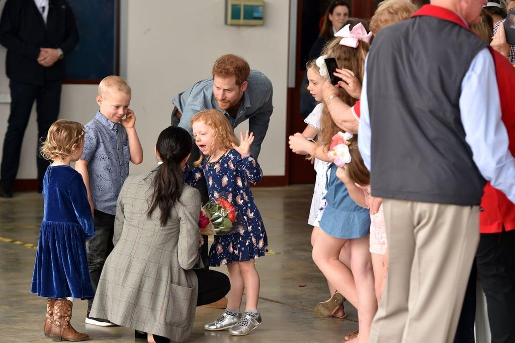 عندما تشاركت ميغان لحظة عفويّة مع هذه الفتاة الصغيرة