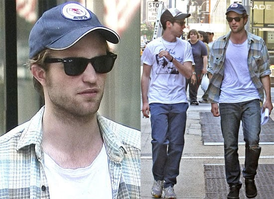 08/06/2009 Robert Pattinson With Friends In NYC