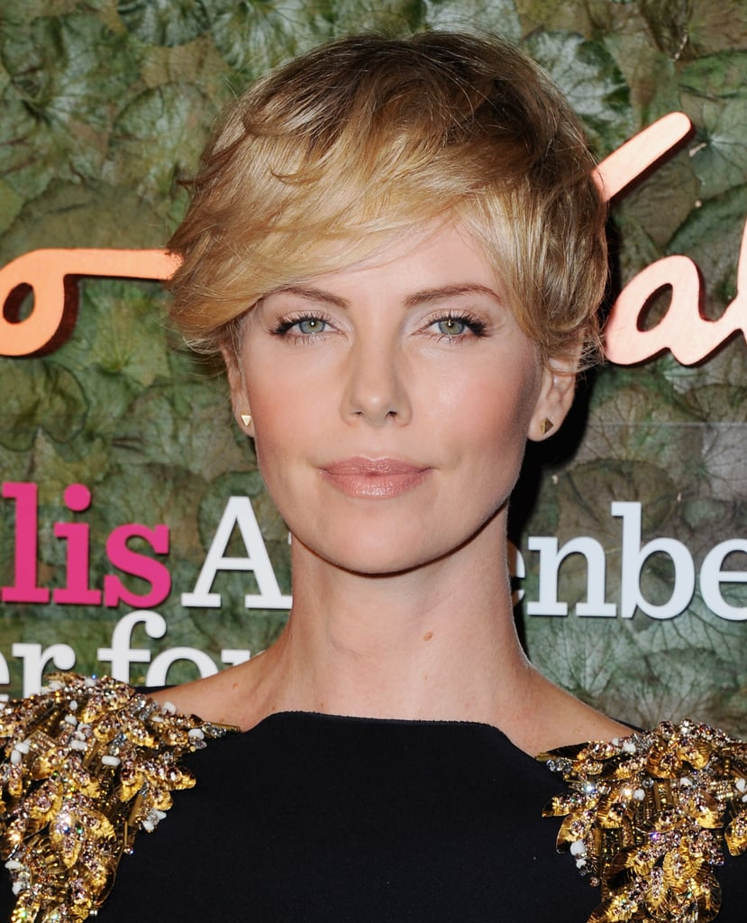 Charlize Theron has been growing out her pixie, and we're loving this soft, sweeping look!