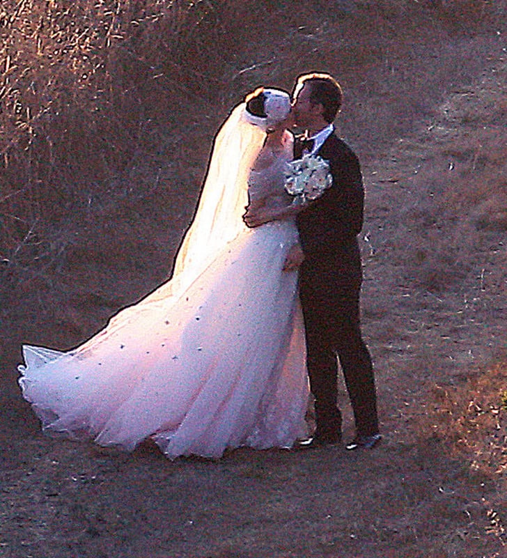 Anne Hathaway Engaged Celebrity Save The Dateanne: Anne Hathaway And Adam Shulman Got Married In Big Sur, CA
