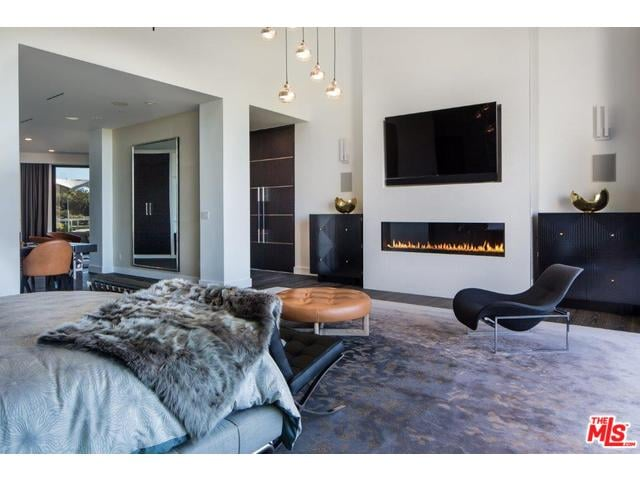 The Master Bedroom Has Breathtaking Views On Both Sides With A John Legend And Chrissy Teigen S Baby Will Grow Up In This Swanky Beverly Hills Mansion Popsugar Home Photo 16