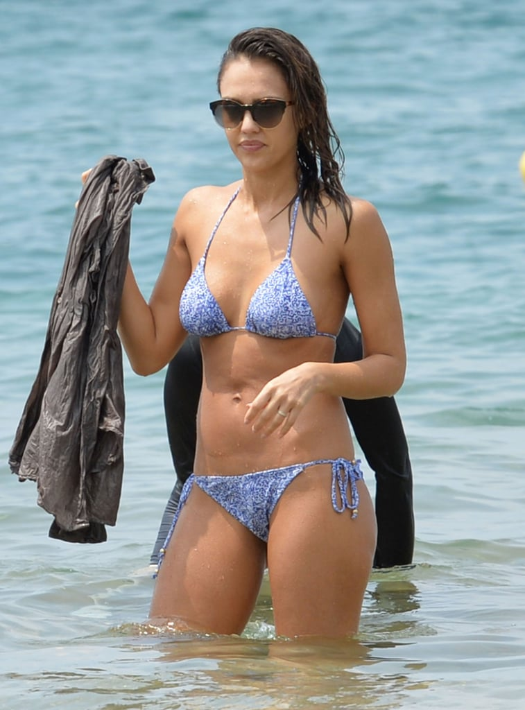 Jessica Alba enjoyed a fun day of paddleboarding on the island of Hawaii in March 2016.