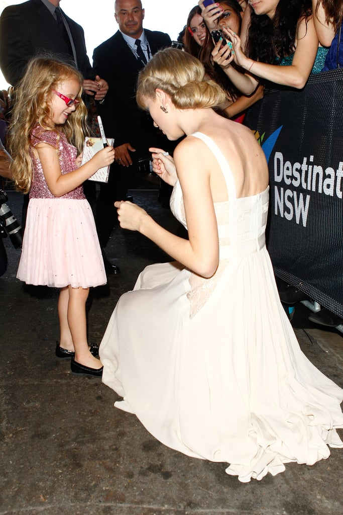 Taylor Swift greeted a little fan at the Aria Awards in Sydney.