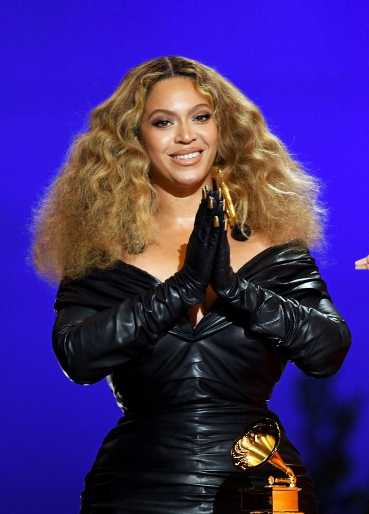 Beyoncé's Gold Manicure Over Her Gloves   Grammy Awards 2021