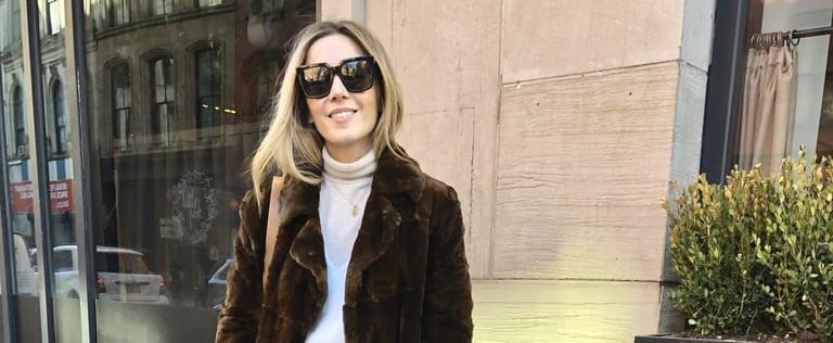 كيفية ارتداء بلوزات الياقة العالية تحت الملابس في الشتاء