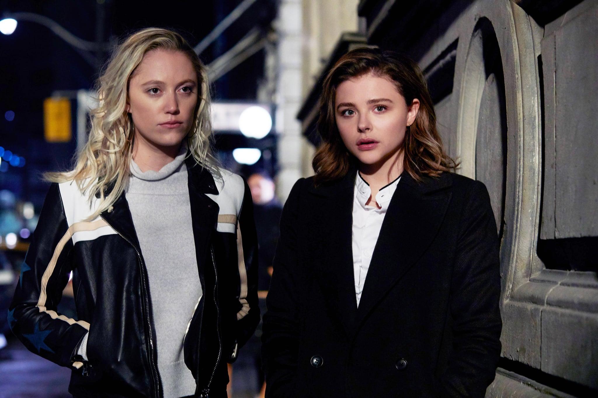 GRETA, from left: Maika Monroe, Chloe Grace Moretz, 2018. ph: Shane Mahood/  Focus Features /courtesy Everett Collection