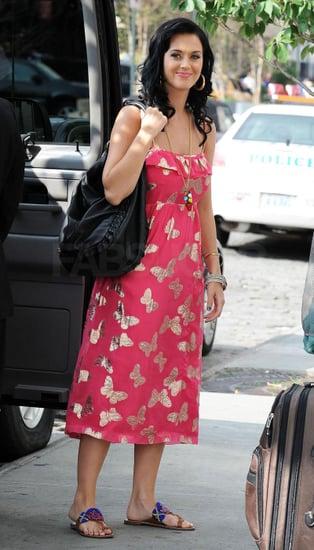 Katy Perry Carries Yves Saint Laurent's Roady Handbag 2009-09-09 13:00:08