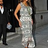 Beyoncé Knowles dressed her baby bump in a print dress.