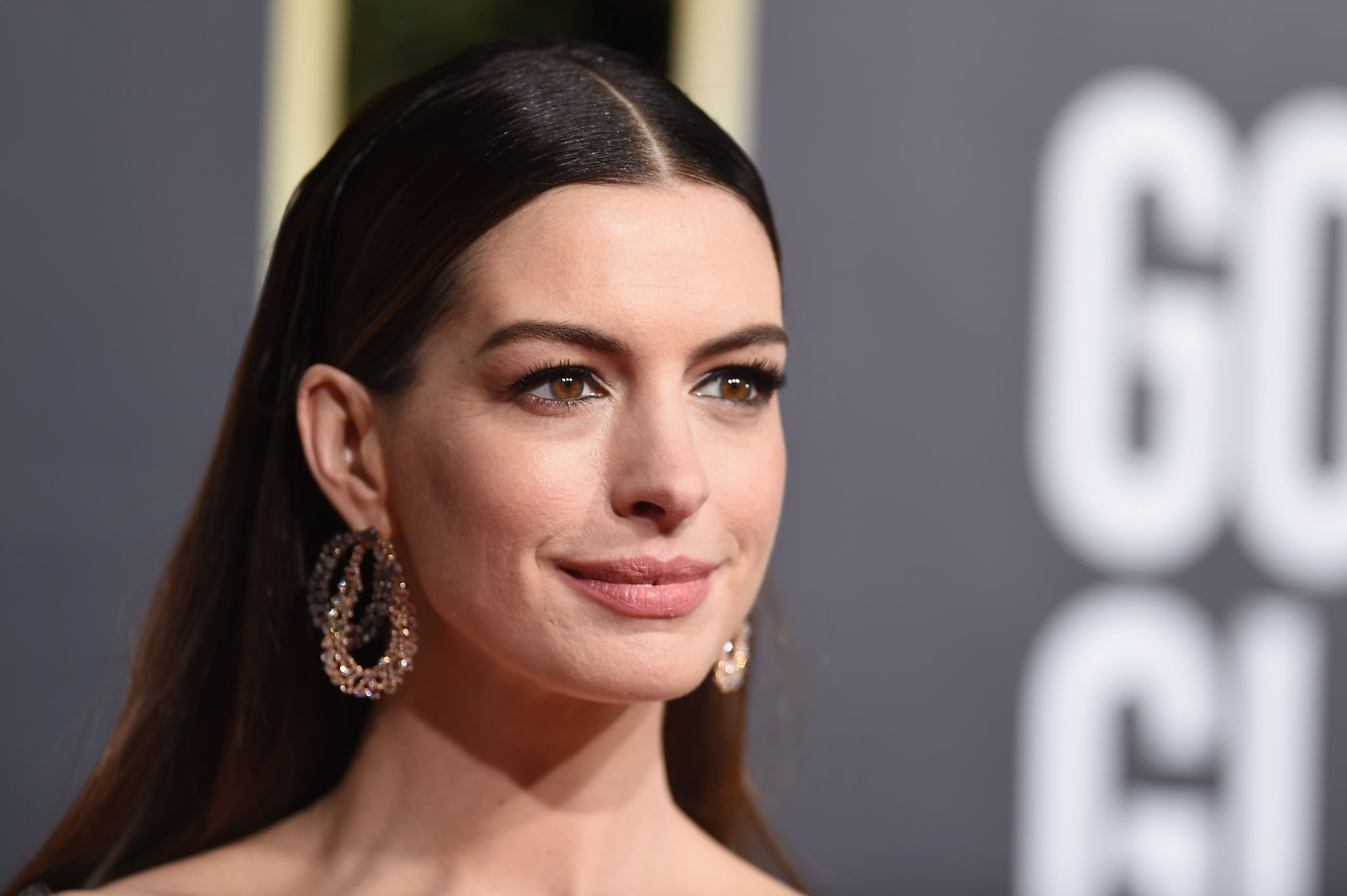 US actress Anne Hathaway arrives for the 76th annual Golden Globe Awards on January 6, 2019, at the Beverly Hilton hotel in Beverly Hills, California. (Photo by VALERIE MACON / AFP)        (Photo credit should read VALERIE MACON/AFP/Getty Images)