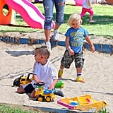Kingston and Zuma Rossdale play in the sandbox.