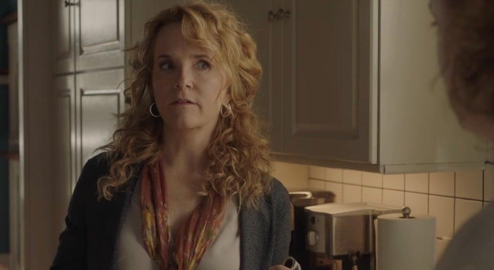 Who Plays Sierra's Mum in Sierra Burgess Is a Loser?
