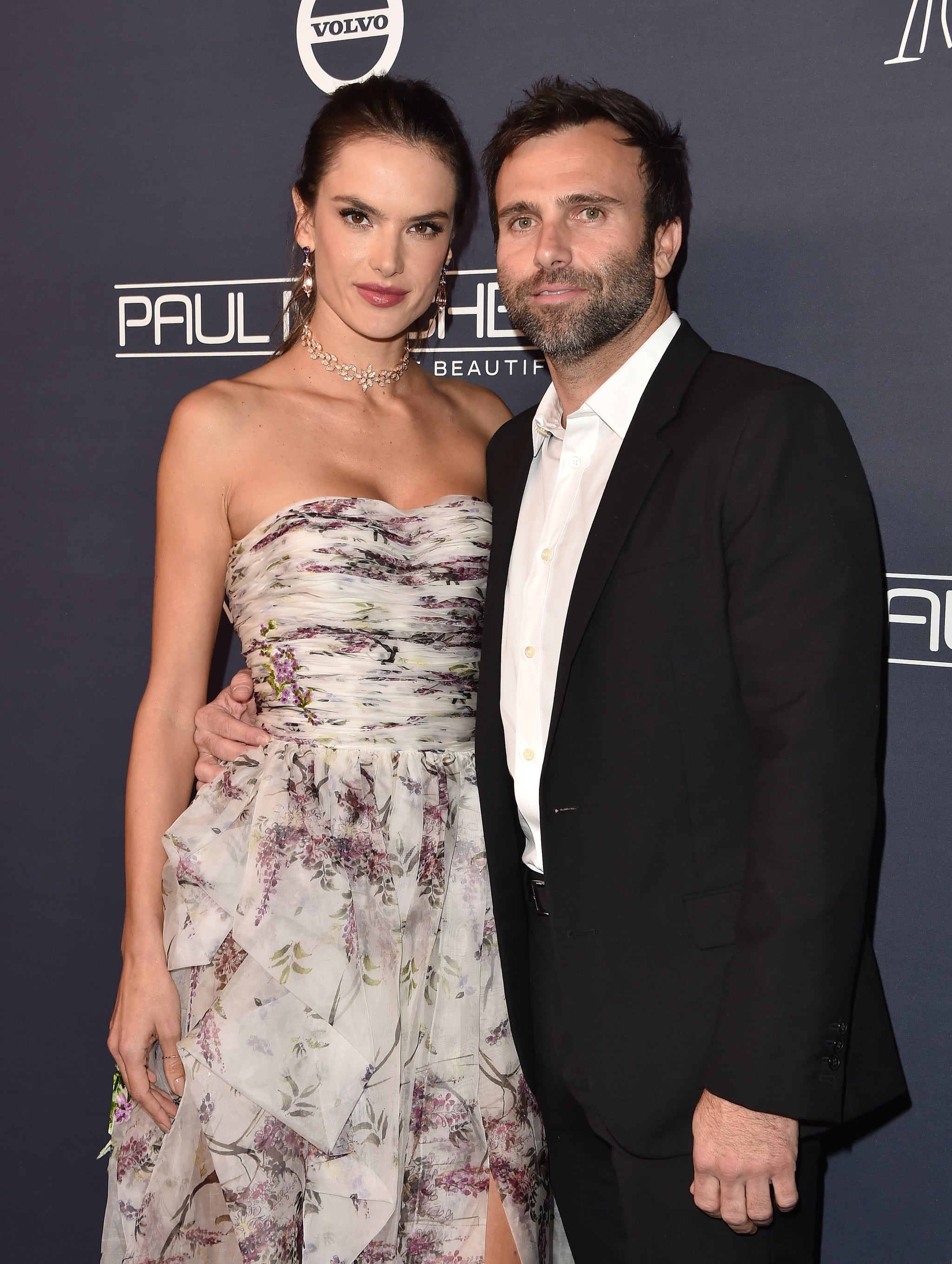 CULVER CITY, CA - NOVEMBER 11:  Model/actress Alessandra Ambrosio and Jamie Mazur attend the 2017 Baby2Baby Gala at 3LABS on November 11, 2017 in Culver City, California.  (Photo by Axelle/Bauer-Griffin/FilmMagic)