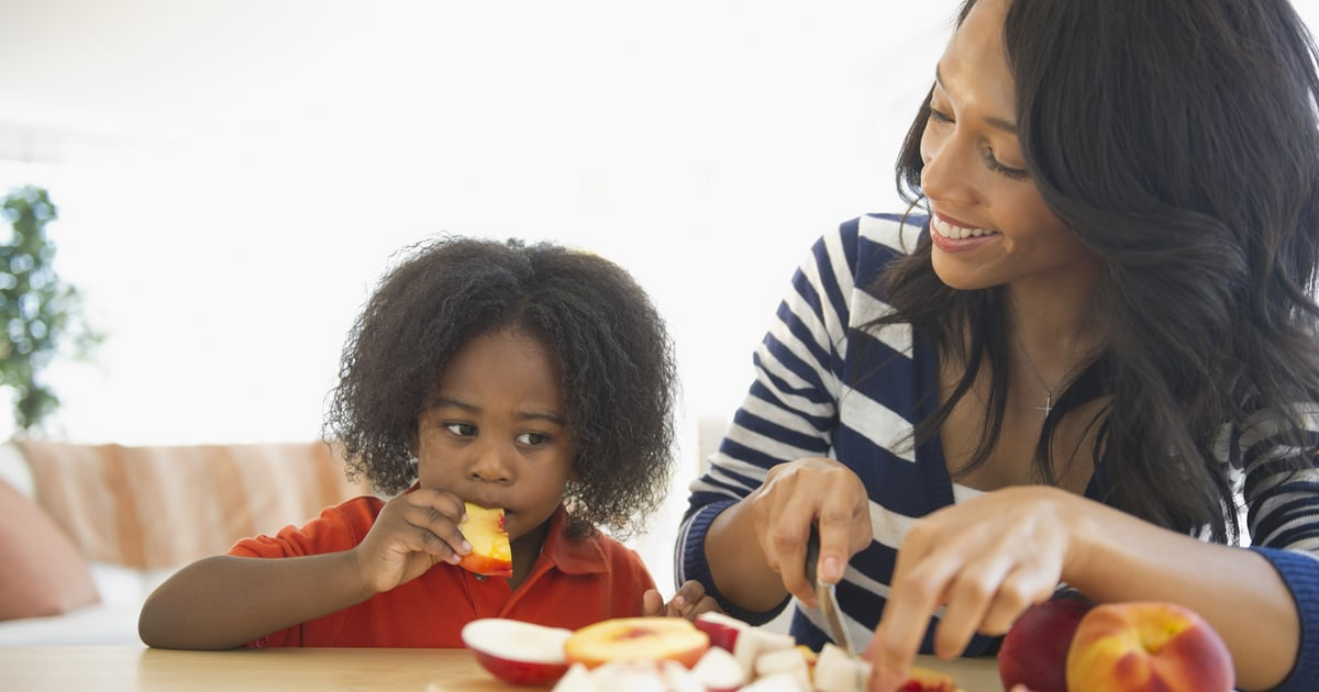 Keep Kids From Asking For Snacks Every 2 Seconds With These Dietitian-Approved Tips