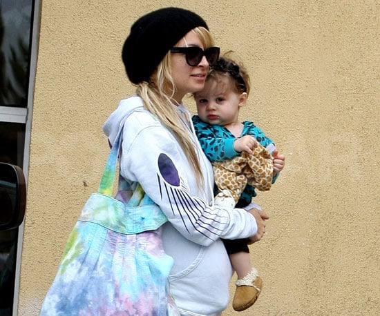 Photo of Nicole Richie and Harlow Madden Running to Starbucks in LA