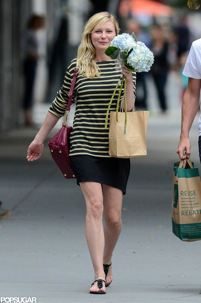 Kirsten Dunst bought flowers in NYC.