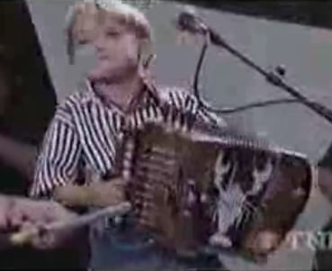 4-Yr-Old Rocks Out On Accordian