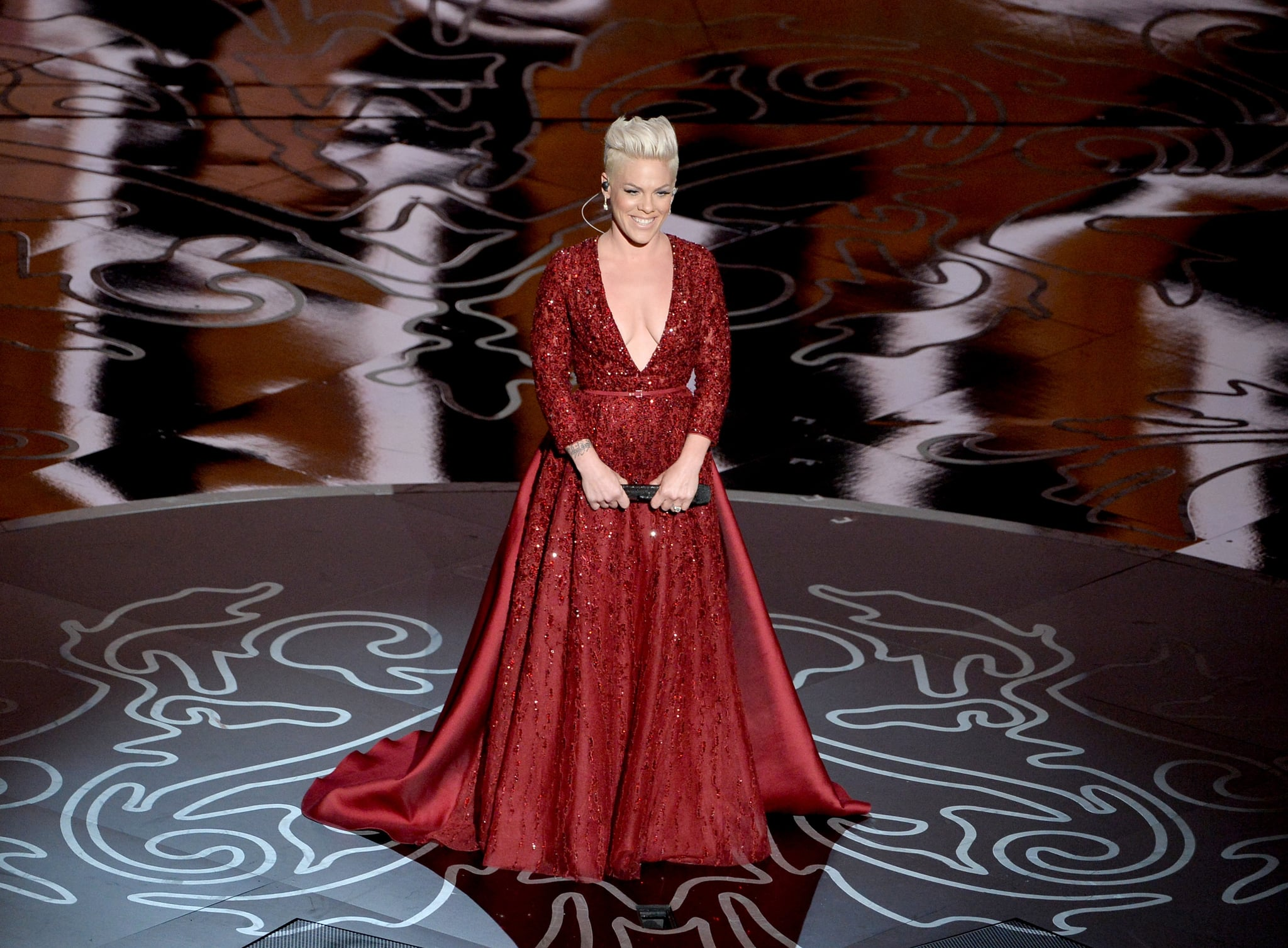 "Pink looked glamorous in red when she took the stage to perform ""Over the Rainbow."""
