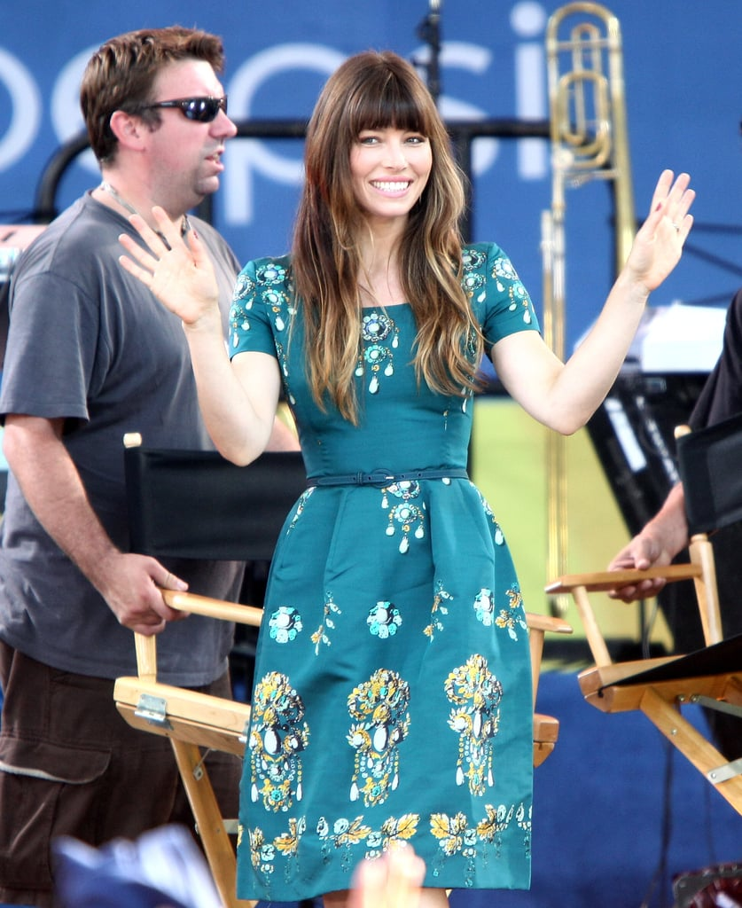We love Jessica's retro, cap-sleeved Oscar de la Renta dress choice for her appearance on Good Morning America.