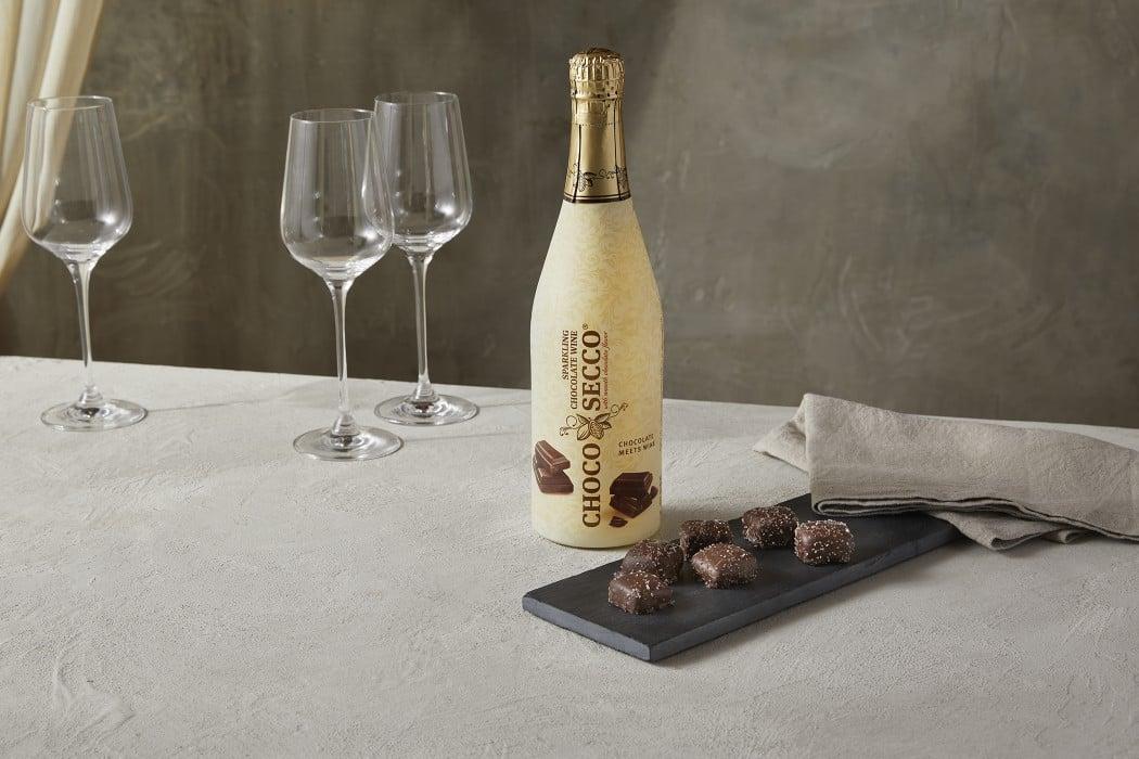 tmp_MwWdPi_a4f84b30d759cfc7_ChocoSecco_Sparkling_Chocolate_Wine.jpg