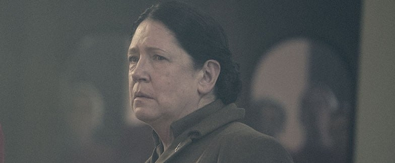 Does Aunt Lydia Die in The Handmaid's Tale Season 2 Finale?