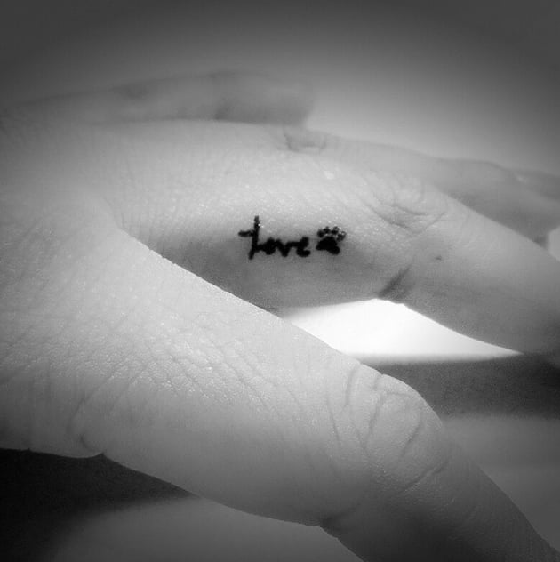 Animal lover 30 tiny finger tattoos you 39 ll want to for Animal finger tattoos