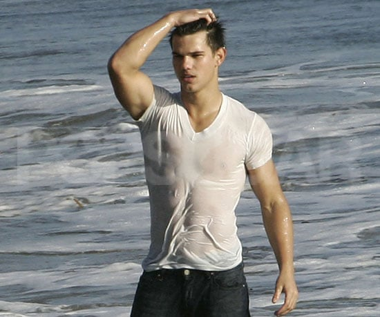 Condensed Sugar: Taylor Lautner Strips Down