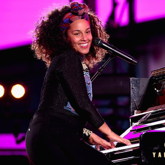 "Alicia Keys and Jay Z Perform ""Empire State of Mind"" in NYC"