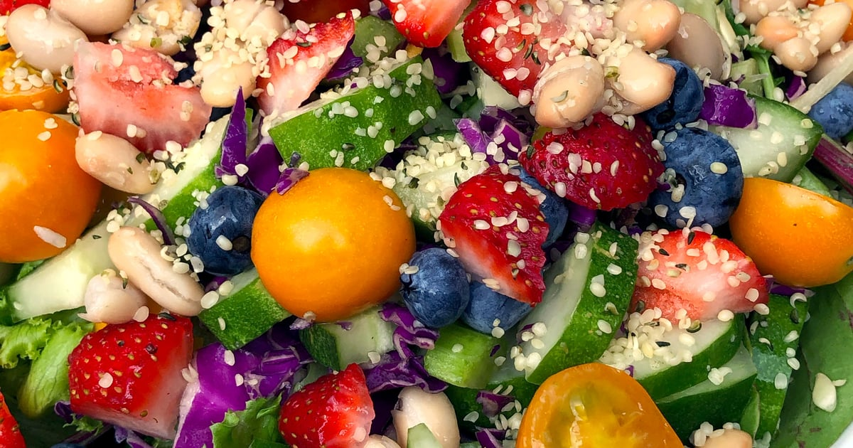 I Ate a Big Salad For Dinner Every Night For a Week, and My Bloating Dramatically Decreased