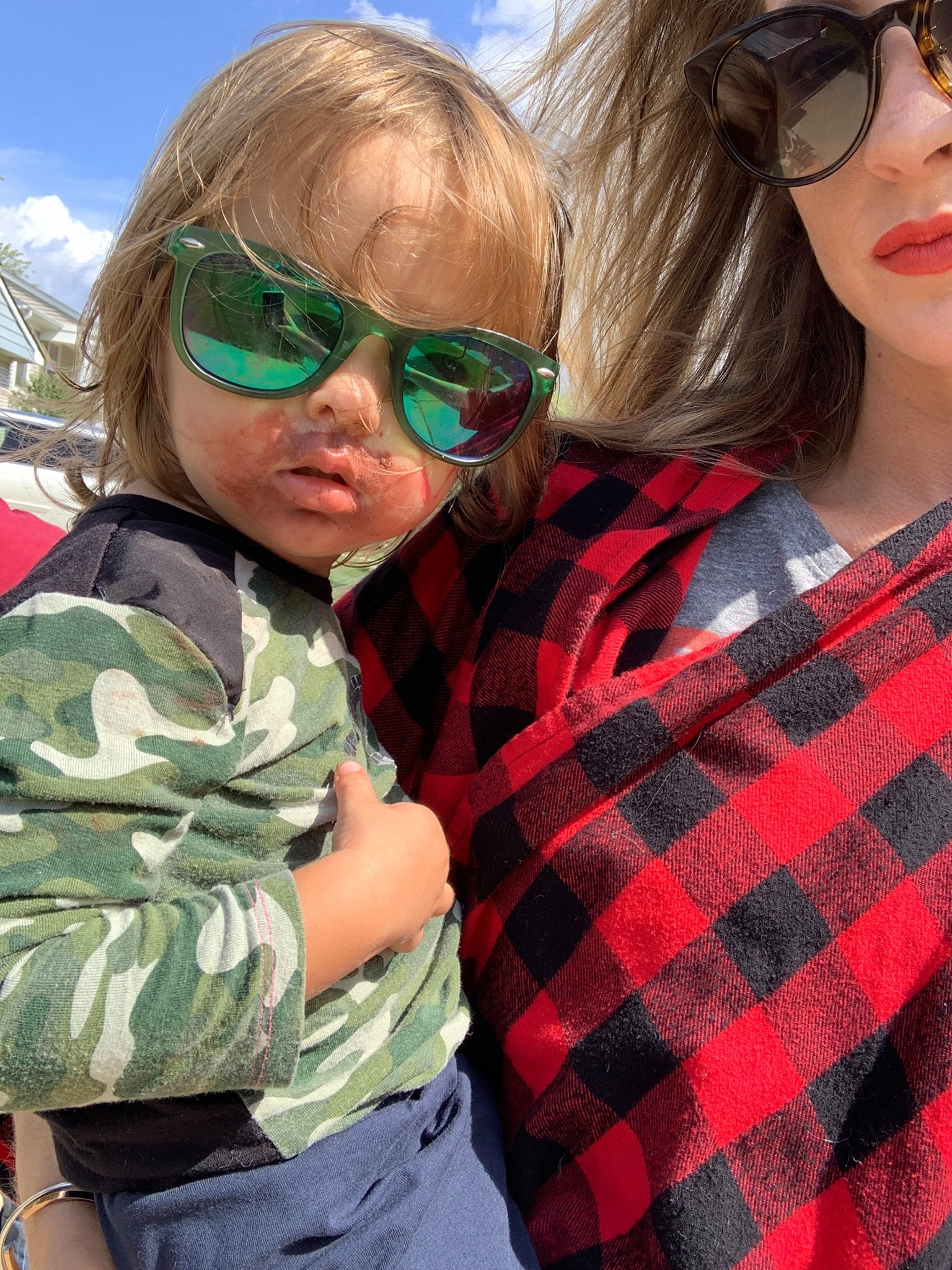 """A Little Girl Smeared Lipstick All Over Her Face as a """"Surprise"""" For Her Mom, and How Thoughtful!"""