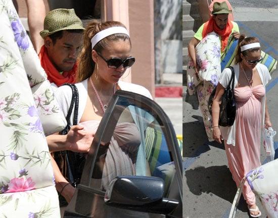 Photos Of Pregnant Jessica Alba At Rite-Aid