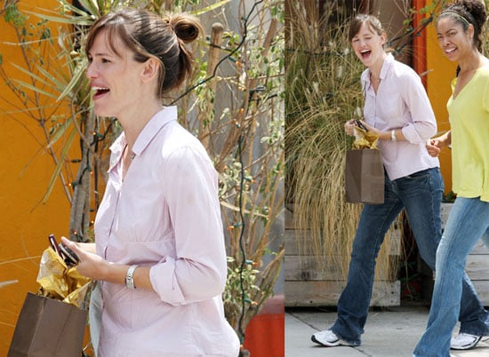 Photos of Possibly Pregnant Jennifer Garner