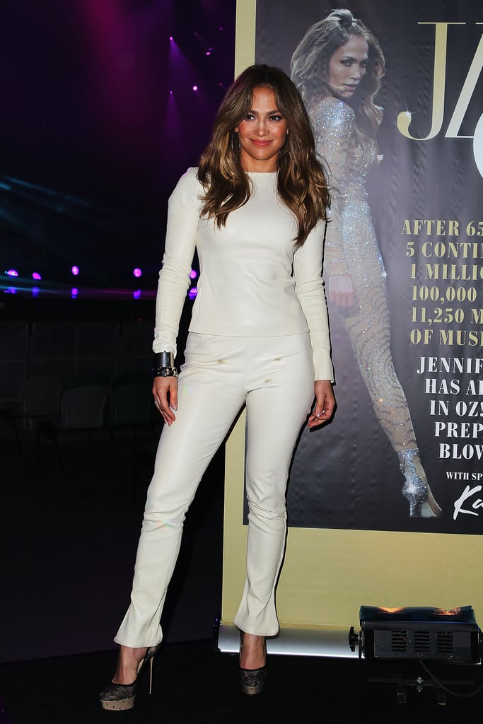 Jennifer Lopez embraced the head-to-toe Winter-white effect with a sleek long-sleeved top and coordinating pants.