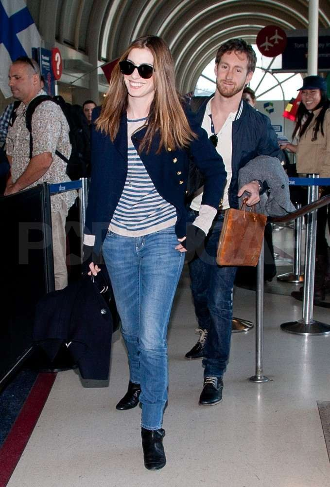 Anne Hathaway flashed a smile and wore her Elizabeth and James sunglasses yesterday when she checked in for a flight leaving from LAX with her boyfriend, Adam Shulman. The couple enjoyed a whirlwind weekend in California for the Oscars, which Anne enthusiastically hosted alongside James Franco. James's reputation isn't faring so well after many panned his lackluster emceeing skills and he hightailed it to NYC, but Anne seems to have held her own during the ceremony —what do you think of their performance? There are even reports that Anne and James may have fallen out as a result of their not-great reviews, though they certainly seemed chummy enough in some candid photos. Any controversy didn't get in the way of Anne's afterparty fun, as she soon brought her Atelier Versace gown over to the Vanity Fair bash. Even though Anne didn't win and wasn't nominated for an Academy Award this year, she still was able to get her hands on a statue for some uninhibited dancing at the Weinstein company bash.