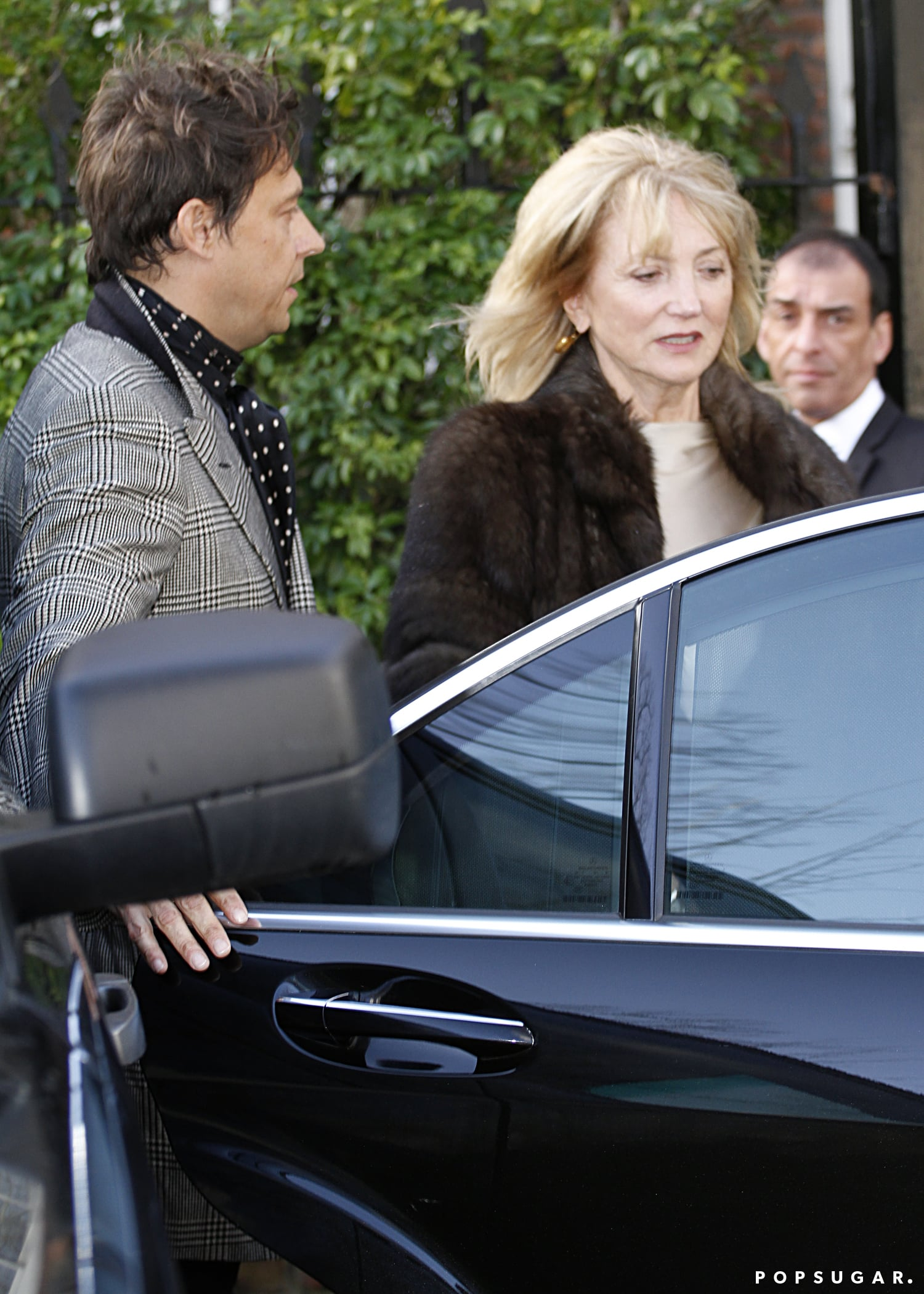 Jamie Hince held the door for Kate's mom, Linda Rosina.
