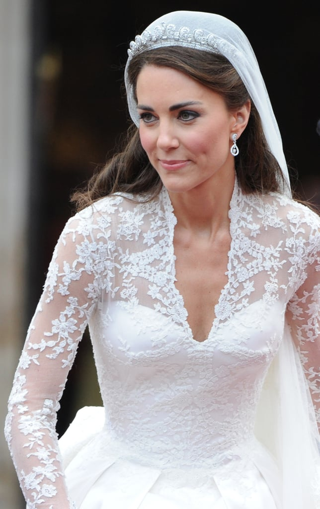 Where to buy a wedding dress that look like kate middleton for Kate middleton wedding dress where to buy