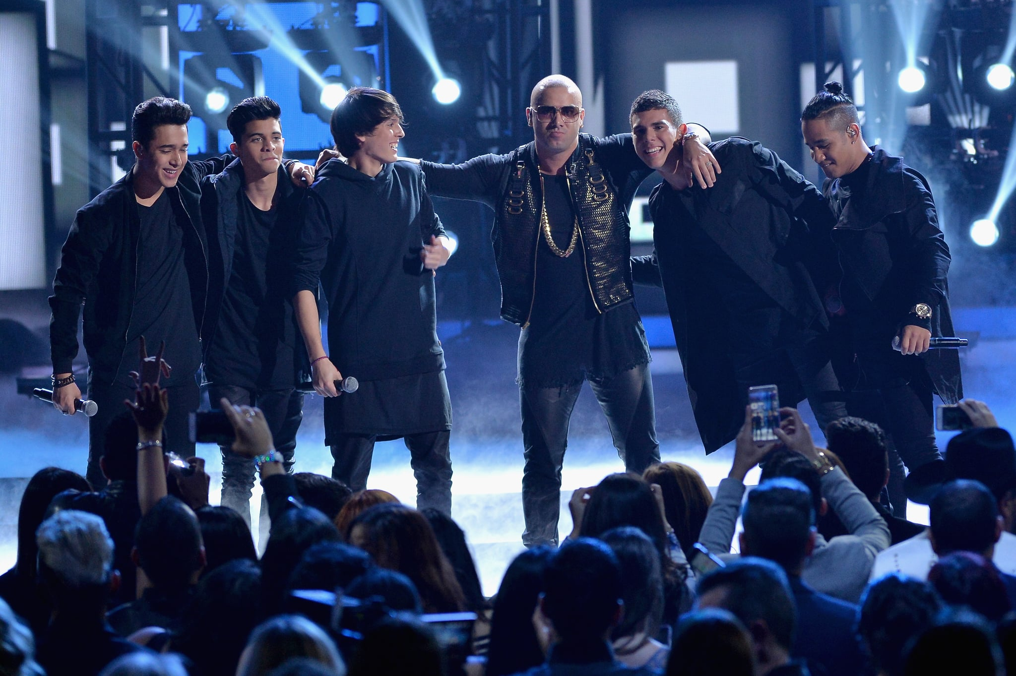 MIAMI, FL - FEBRUARY 18:  Wisin (C) performs onstage with CNCO during Univision's 28th Edition of Premio Lo Nuestro A La Musica Latina on February 18, 2016 in Miami, Florida.  (Photo by Rodrigo Varela/Getty Images For Univison Communications)