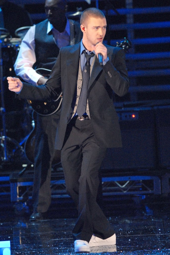 Justin worked the stage in a suit and tie at the Victoria's Secret Fashion Show in November 2006.
