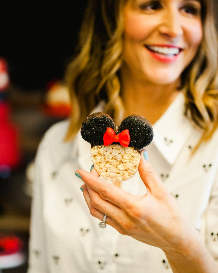 Check out how cute the Rice Krispies Treats turned out! Jenny used a bow mold and some sanding sugar to create them!