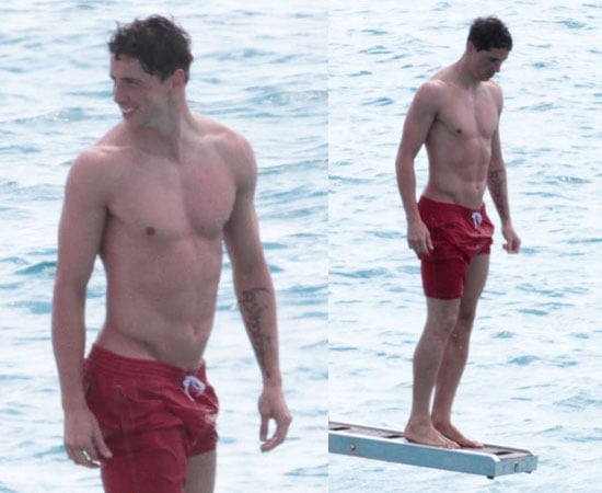 Pictures of Fernando Torres Shirtless on Holiday With Family in Spain