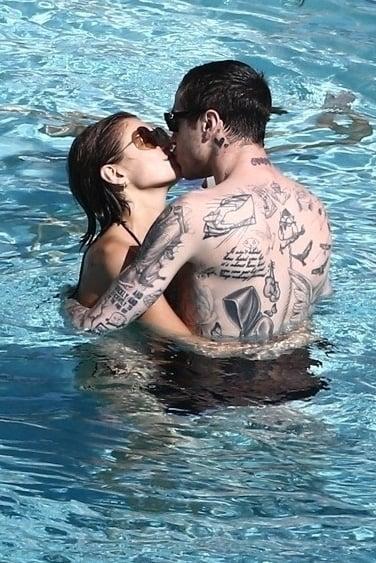 Pete Davidson and Kaia Gerber Kissing in Miami Photos
