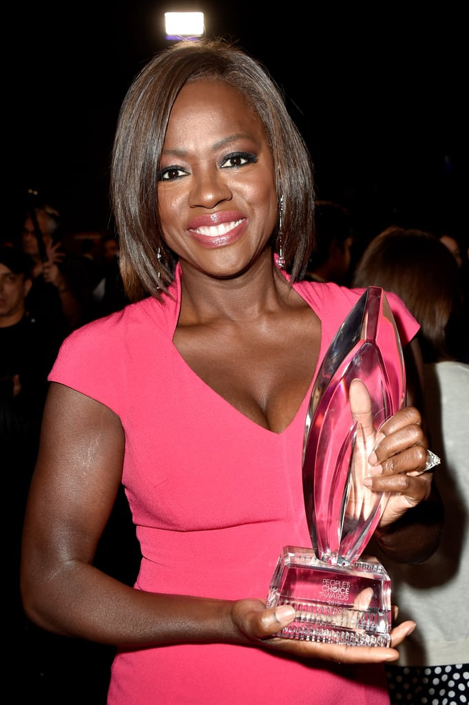 Viola Davis looked gorgeous while posing with her award in 2015.