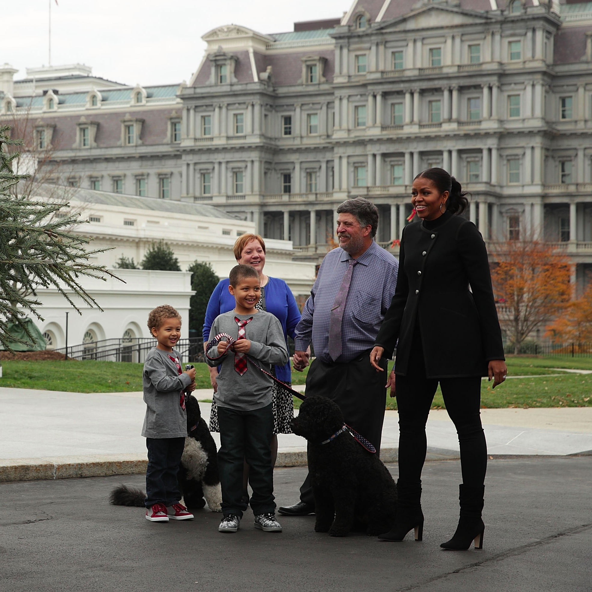 michelle obama welcomes white house christmas tree 2016 popsugar celebrity