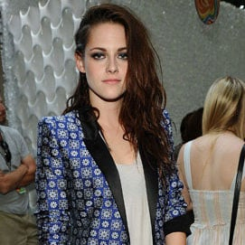 Kristen Stewart Releases an Official Statement, Apologising to Robert Pattinson For Her Affair