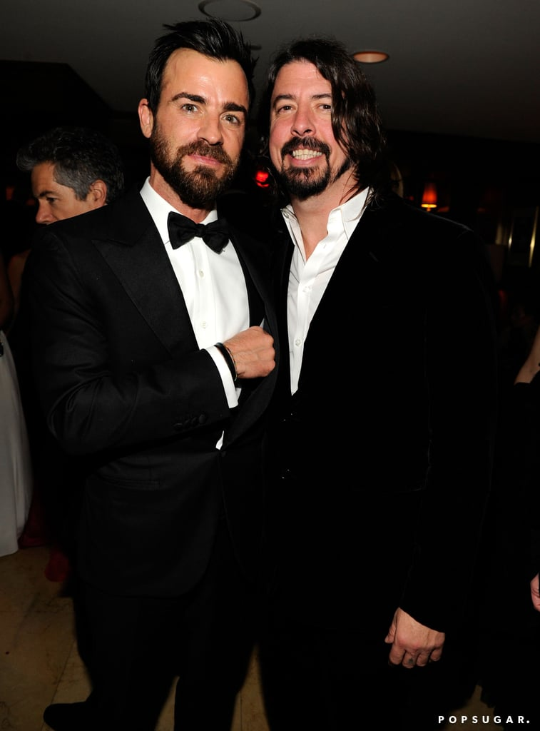 Justin Theroux hung out with Dave Grohl at Vanity Fair's Oscar after-party in LA.