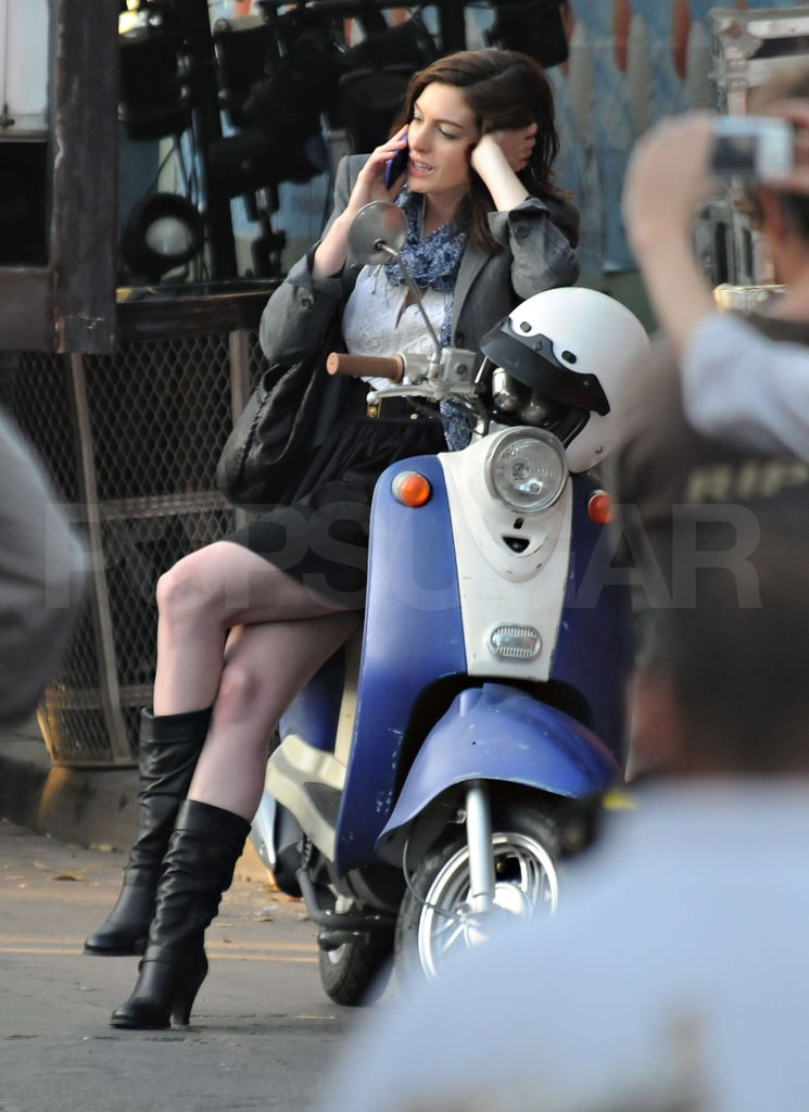 Photos Of Anne Hathaway On Valentine S Day Set Popsugar Celebrity