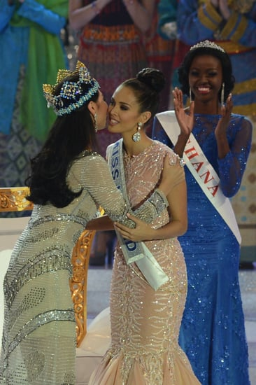 Outgoing-Miss-World-Yu-Wenxia-congratulated-Megan-her-win