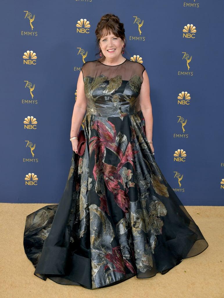 Ann Dowd en robe de soirée imprimée encolure illusion Emmy 2018
